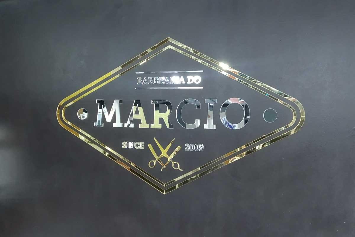 Logomarca em Acrílico espelhado prateado e dourado